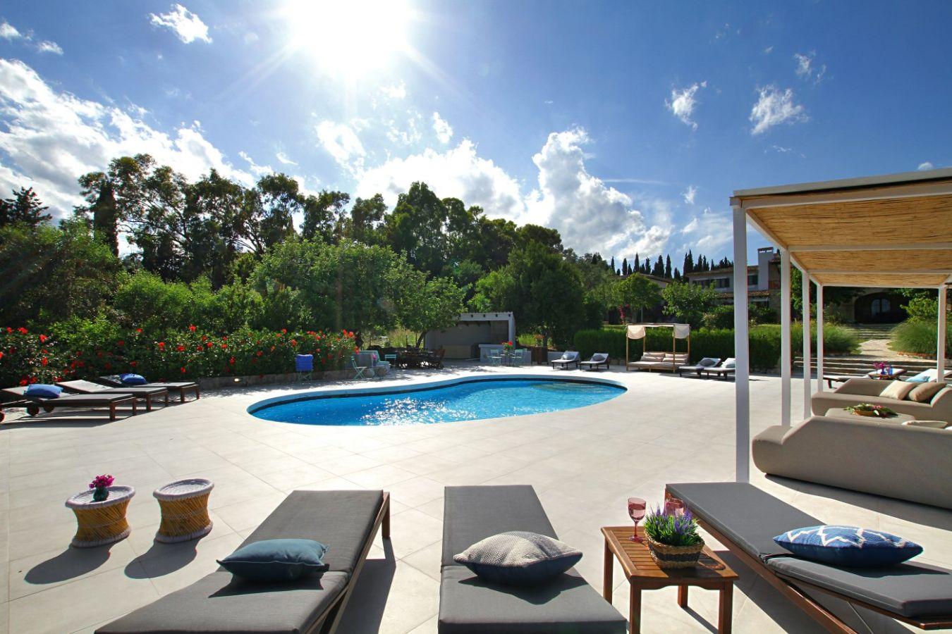 Villa in Pollenca, Mallorca - Villa Mil Suenos, 6 Bedrooms, Sleeps 10, 5 Bathrooms, Code POL09