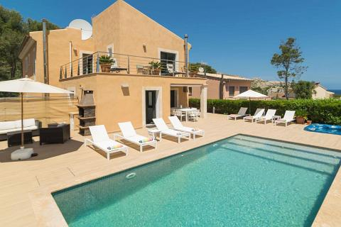 Villa in Cala Sant Vicenc, Villa Bernat - 4 Bedrooms, 4 Bathrooms, Sleeps 8